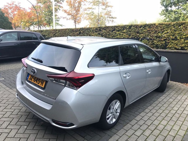 Toyota Auris 1.8 Hybrid Now