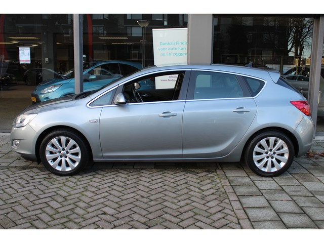 Opel Astra 1.6 Cosmo // NAVI // CLIMATE // HALF LEDER