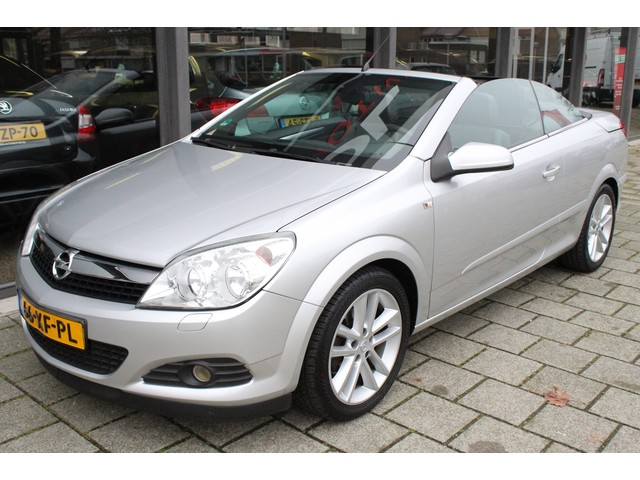 Opel Astra 1.8 Cosmo / CLIMATE / PDC