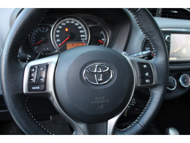 Toyota Yaris 1.3 VVT-i Dynamic // NAVI // CAMERA // TREKHAAK// NIEUWMODEL//