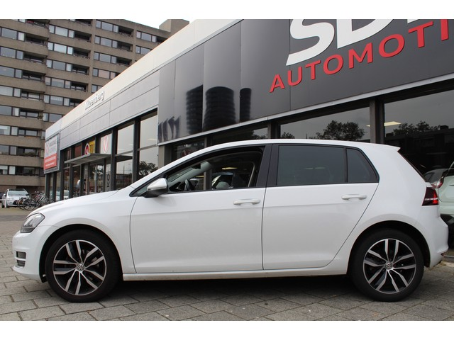 Volkswagen Golf 1.4 TSI Highline // SCHUIFDAK // NAVI // STOEL MASSAGE