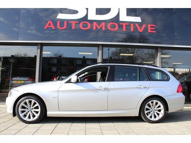 BMW 3-SERIE 318i Business Line // XENON // GROOT NAVI // CRUISE